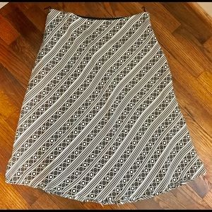White House Black Market  Woman's Skirt Size 4